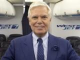 Глава авиакомпании в роли бортпроводника